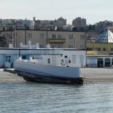 """Uomini e donne separati al mare: l'ultimo """"muro"""" d'Europa è a Trieste"""