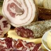 Vino, salame, formaggio e frasca: che divertenti le osmize di Trieste!